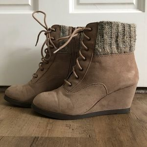 SO Suede/sweater ankle booties